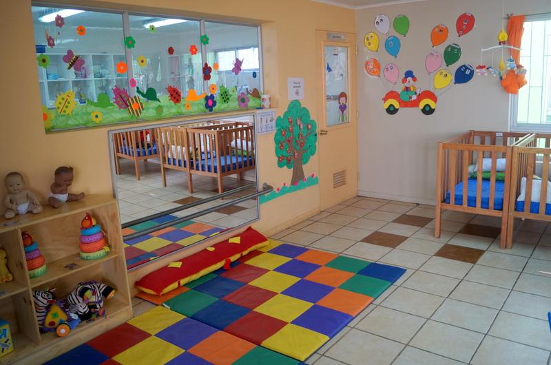 Sala cuna y jard n infantil isla andali n celebr primer for Juguetes para jardin infantil
